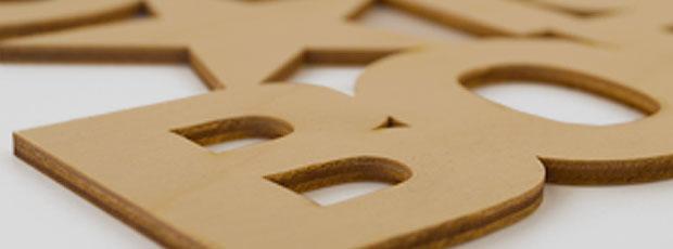 Detailansicht Holzbuchstaben