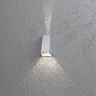 Moderne LED Wandleuchte aus Aluminium in grau, mit doppeltem Lichtkegel, IP44