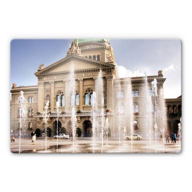 Glasbild Wasserspiel vor Schweizer Parlamentsgebäude