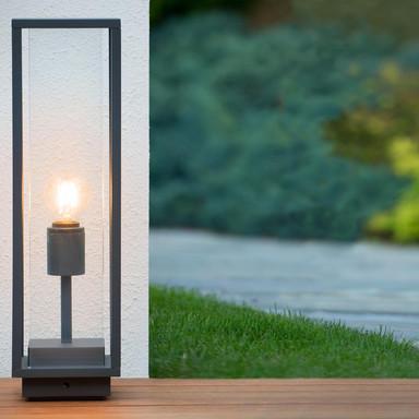 Einflammige LED Wegeleuchte mit Glasgehäuse