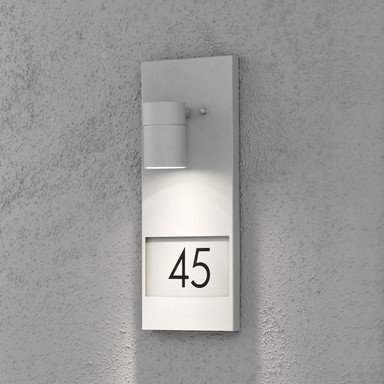 Stilvolle Wandleuchte Modena mit Hausnummer aus Aluminium in grau und Glas in klar, GU10 Fassung