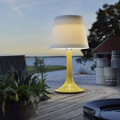 Dekorative Solar LED Tischleuchte Assisi aus Kunststoff in gelb, IP44