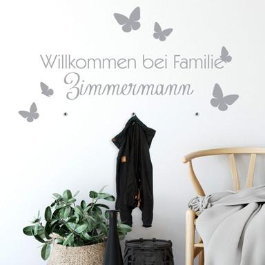 Wandtattoo Name Willkommen bei Familie (inklusive 3 Wandhaken Bullet)