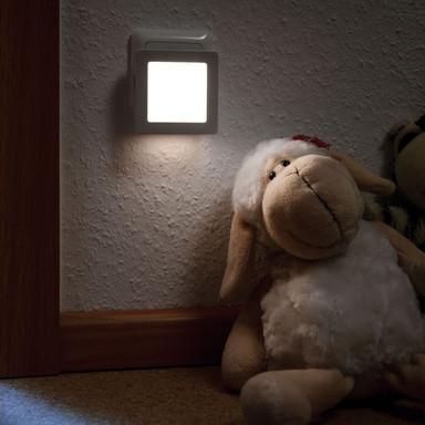 Stecker Nachtlicht Esby eckig Weiss, mit Dämmerungssensor