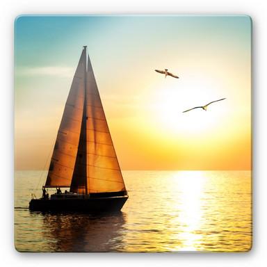 Glasbild Segelboot im Sonnenuntergang