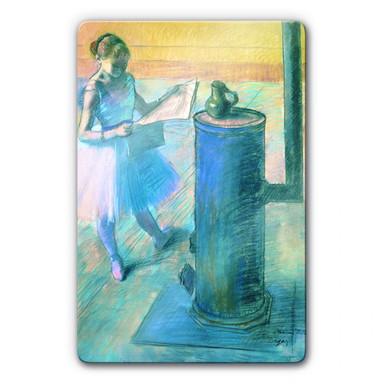 Glasbild Degas - Zeitunglesende Tänzerin