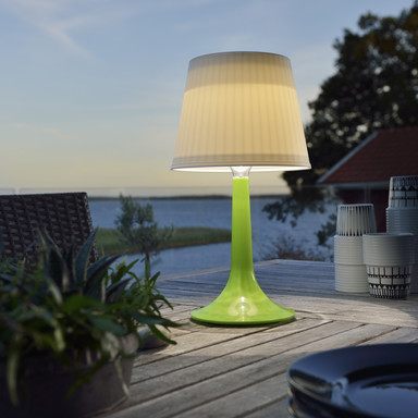 Dekorative Solar LED Tischleuchte Assisi aus Kunststoff in grün, IP44