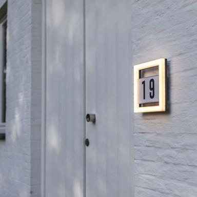 LED Hausnummernleuchte Alice aus Aluminiumdruckguss in Edelstahl