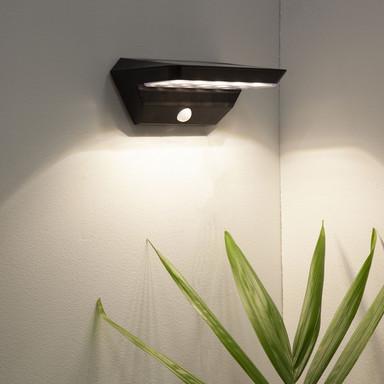 LED Solar Wandleuchte Wally in Schwarz mit Bewegungsmelder