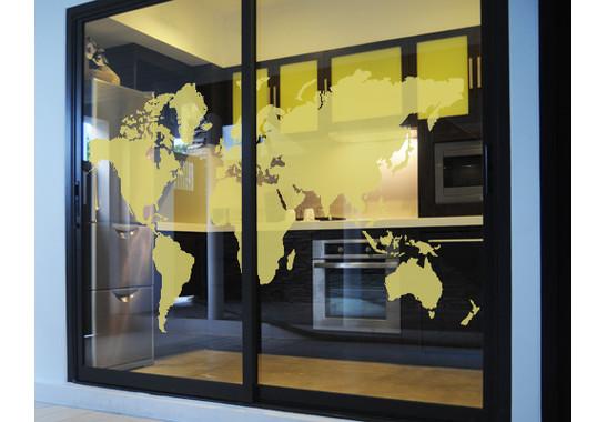 Folienfarbe in Wohnansicht: Sparkling Yellow - Glasdekor Weltkarte